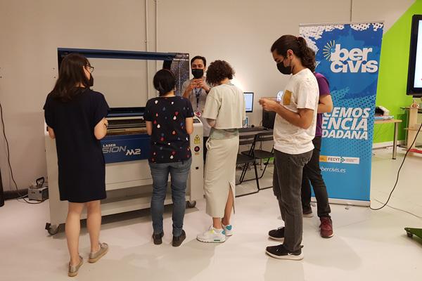 Así fue el taller artístico de creación de maceteros en los Laboratorios CESAR de Etopia (Zaragoza)